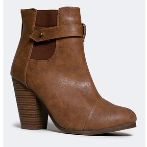 Breckelle's Brown Chunky Heel Ankle Boots